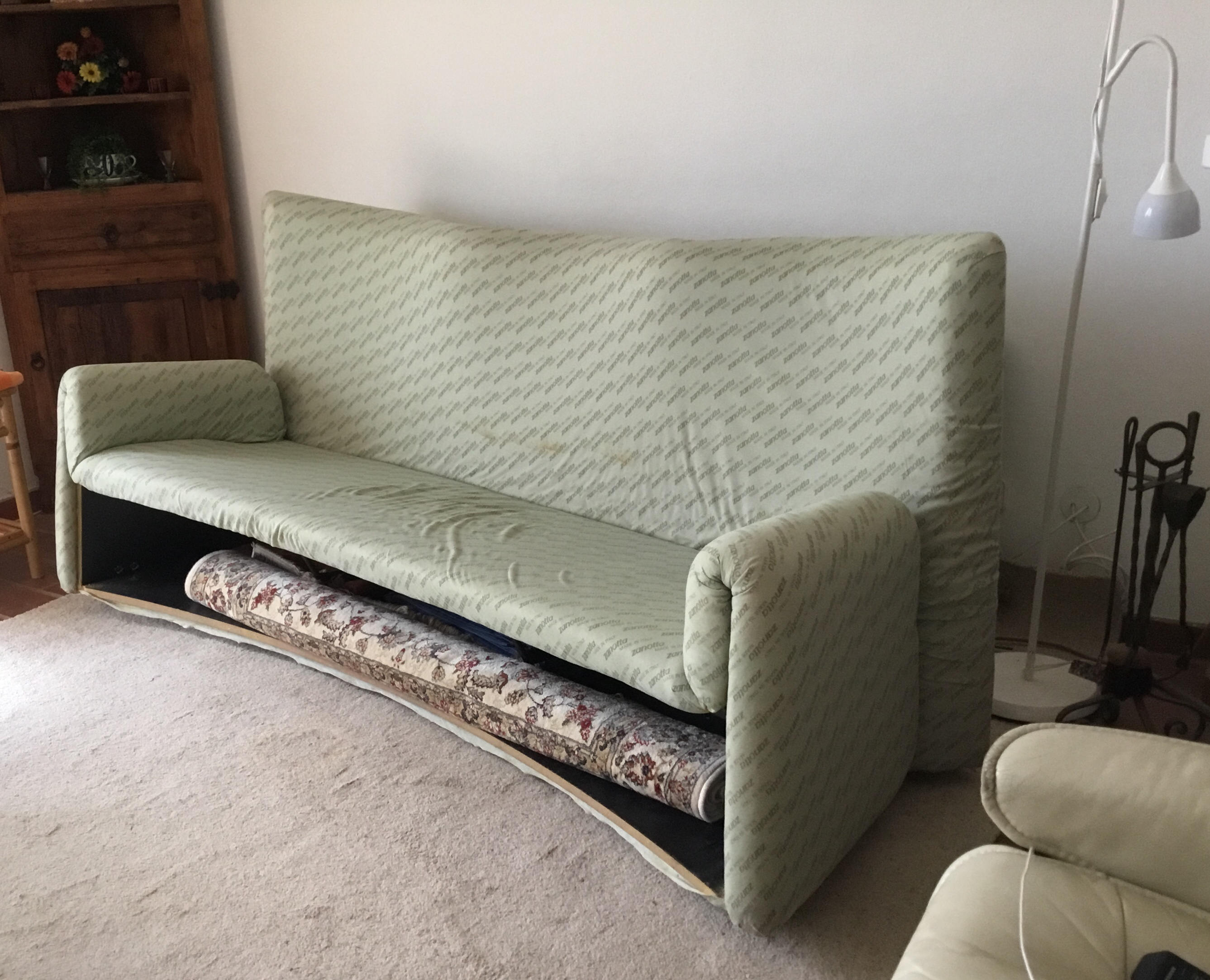 Italian Settee without it's cover.